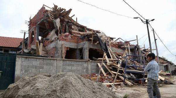 Sırbistan'da belediye çalışanları cami inşaatını yıktı