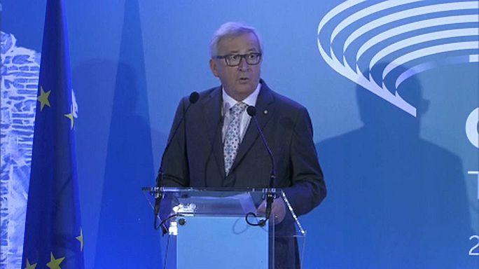 Juncker: Mi falak helyett hidakat akarunk építeni