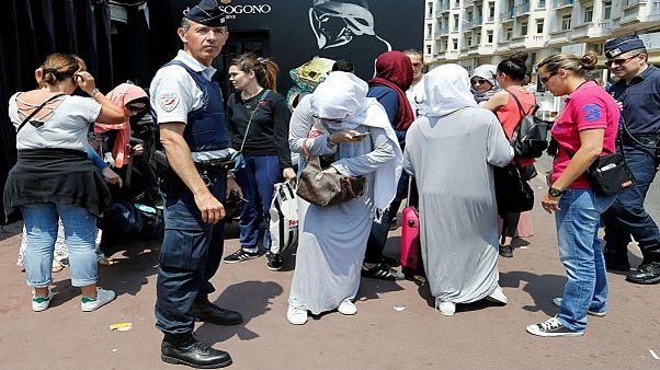 Κάννες: Απόβαση με μπουρκίνι απέτρεψε η αστυνομία