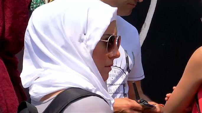 Cannes: la police empêche une baignade en burkini