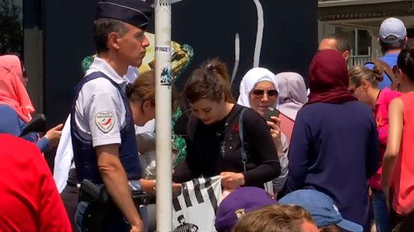 منع تظاهرة لدعم ارتداء البوركيني نظمها مليونير جزائري في مدينة كان