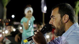 الزفزافي يحتج في مسجد ومسيرة في الحسيمة عقب محاولة اعتقاله