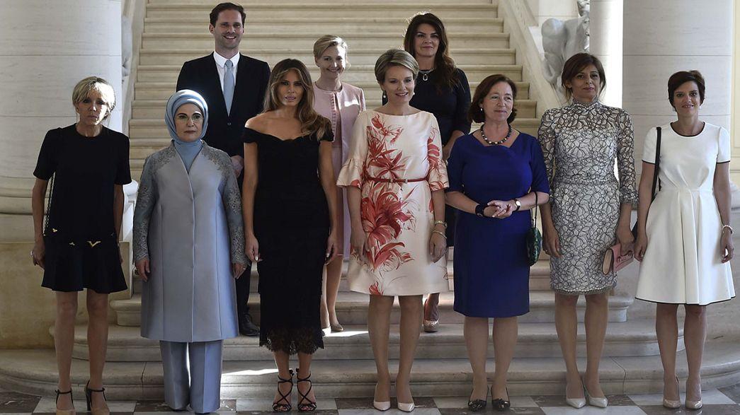 First Man: 9 Frauen und 1 Mann auf dem Gruppenbild