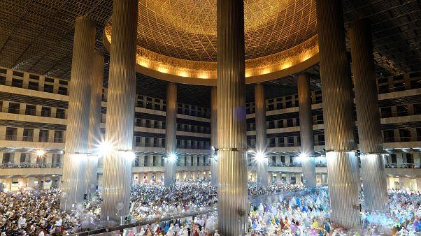الأمة الإسلامية تستقبل شهر رمضان