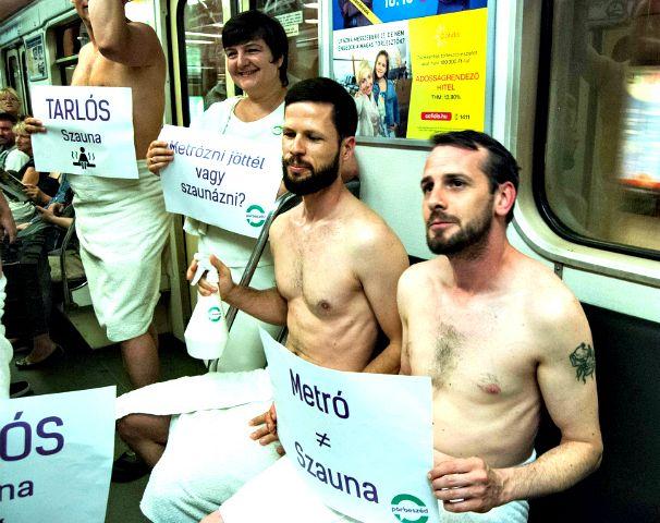 felállítás a metróban)