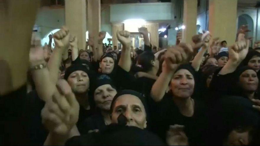 الأقباط يشيعون ضحاياهم وسط موجة من الغضب