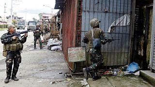 Filipinler'de 2 bin sivil ateş altında