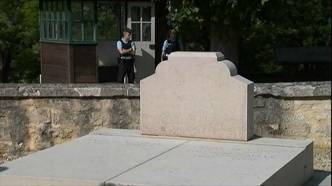Осквернена могила Шарля де Голля