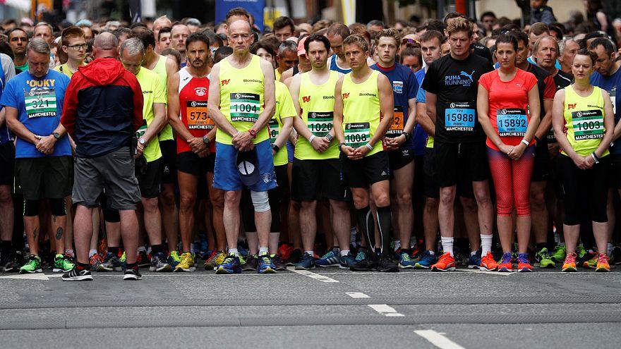 Manchester: les coureurs unis contre le terrorisme