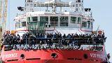 Llegan 1500 refugiados a Nápoles tras prohibirles desembarcar en Sicilia por el G7