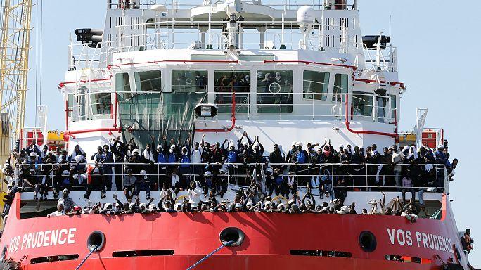 Refugiados bloqueados por reunião do G7 pisam solo firme