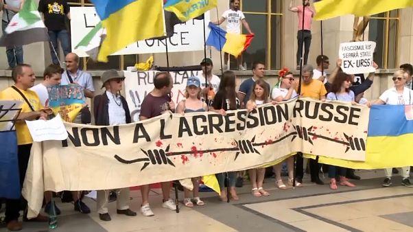Παρίσι: Διαδήλωση κατά του Πούτιν