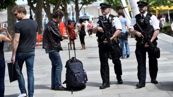 الشرطة البريطانية تقوم بمداهمات جديدة في مانشستر