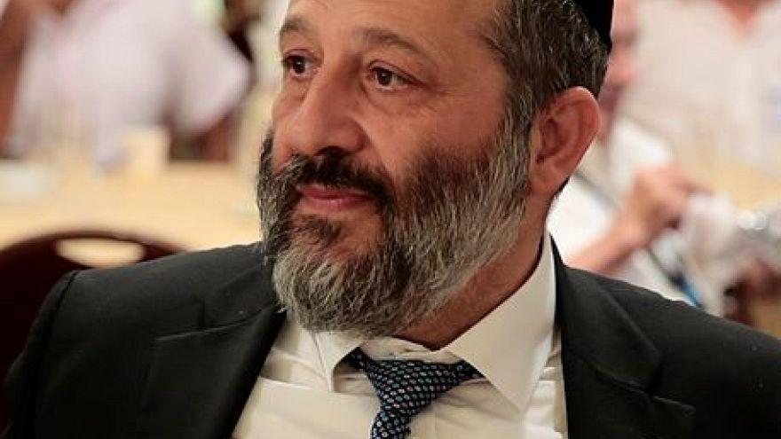 التحقيق مع وزير الداخلية الإسرائيلي وزوجته في تهم فساد