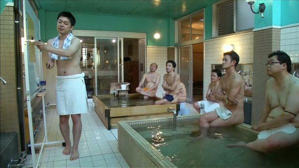 Des leçons tout nu dans le bain