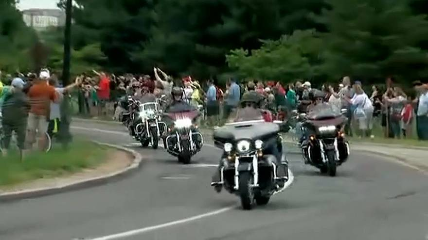 Veteranos de guerra participan en la Rolling Thunder 'Ride for Freedom'
