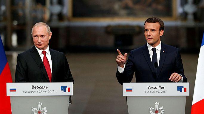 Emmanuel Macronnal tárgyalt Vlagyimir Putyin