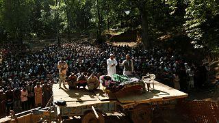 تشییع جنازه رهبر حزب مجاهدین در کشمیر باوجود حکومت نظامی
