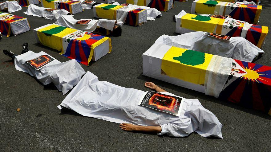 """Tibetli protestoculardan """"tabutlu"""" eylem"""