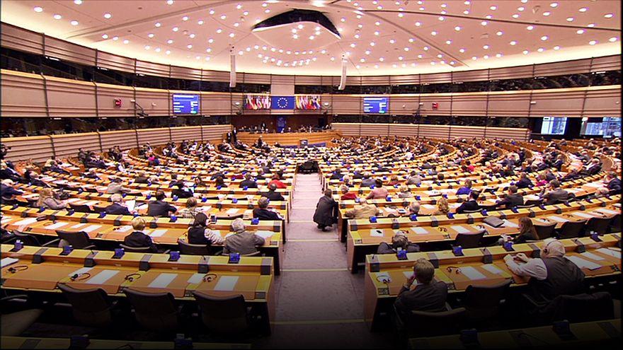 Juncker responde a los eurodiputados