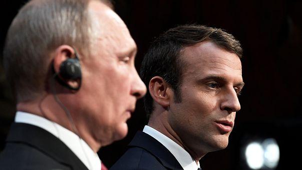 بوتين واللامبالاة خلال مؤتمره الصحفي مع ماكرون