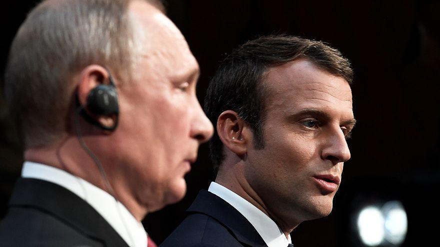 Gelangweilt? Putins Körpersprache in Versailles