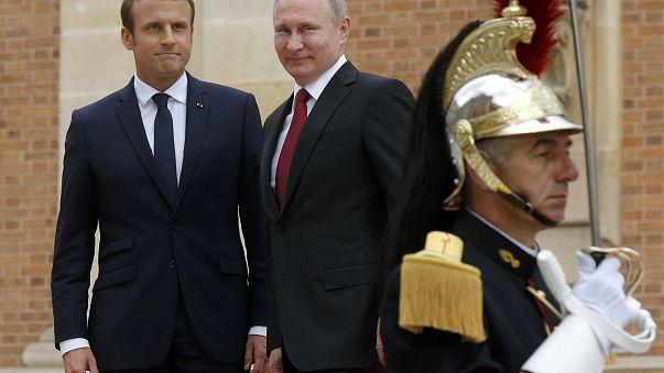 Emmanuel Macron accueille Vladimir Poutine à l'Elysée