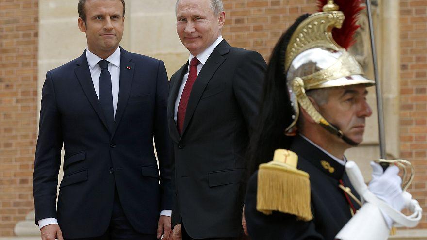 Emmanuel Macron francia államfővel tárgyalt Vlagyimir Putyin orosz elnök