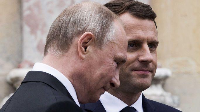 "Macron contro le ""fake news"""