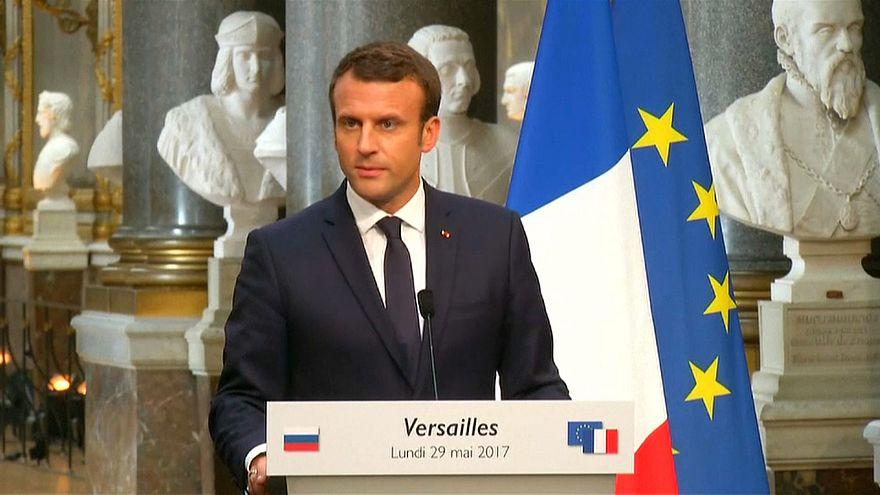 Macron fustige les médias proches du Kremlin