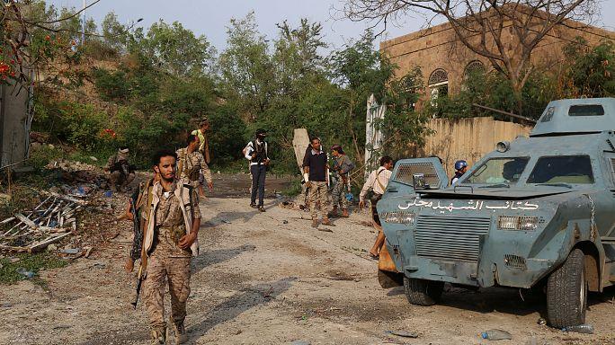 اقتحام القصر الجمهوري في تعز ومقتل 30 شخصا من الحوثيين وقوات صالح في المعارك