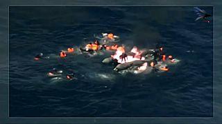 Força aérea portuguesa resgata migrantes de barco em chamas