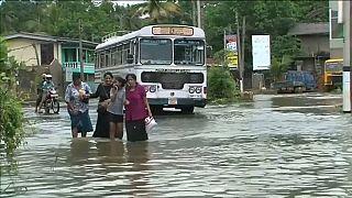 Rescuers struggle to reach Sri Lankan flood and mudslide victims