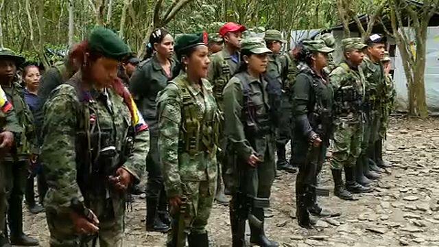 Haladékot kaptak a kolumbiai gerillák a fegyverletételre