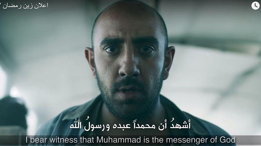 """""""Szeretettel és szelídséggel"""" a terroristák bombái ellen"""