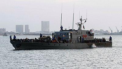 Une trentaine de migrants africains secourus d'une embarcation en feu