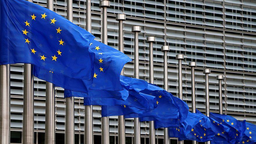 Вкратце из Брюсселя: Юнкер борется с налоговыми нарушениями, а Меркель - с президентом США
