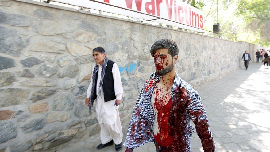 Al menos ochenta muertos en un atentado en la zona de las embajadas de Kabul