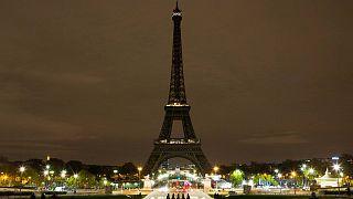 برج إيفل يطفئ أنواره حدادا على هجمات العراق