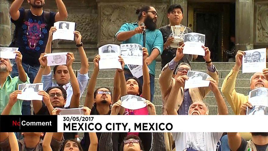 Protesta contra los asesinatos de periodistas en México