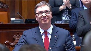 """Novo presidente da Sérvia acolhido com protestos contra a """"ditadura"""""""