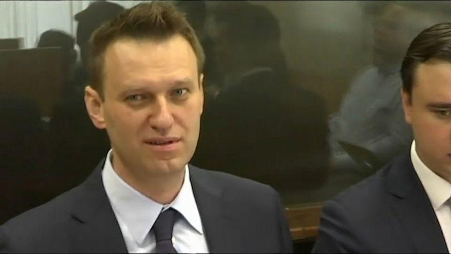 Навальный отказался удалить видео про Медведева