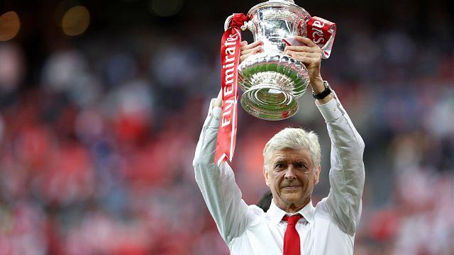 Arsenal 2 sene daha Arsene Wenger'e teslim