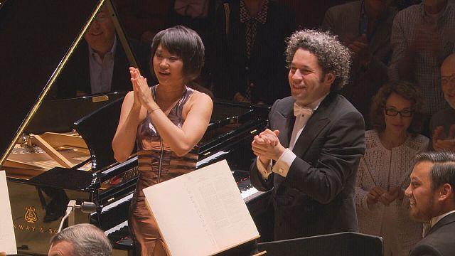 Yuja Wang'ın Gustavo Dudamel eşliğinde inanılmaz Bartok performansı