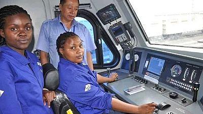 Kenya - nouvelle ligne de chemin de fer : huit femmes vont aussi conduire les trains