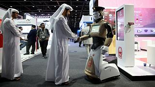 الشرطي الآلي يدخل الخدمة في دبي