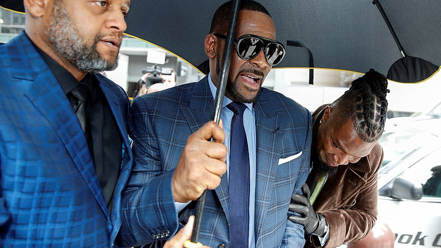 Image: Grammy-winning R&B star R. Kelly arrives for a child support hearing