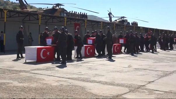 Turchia: cerimonia militare per i soldati morti nello schianto dell'elicottero