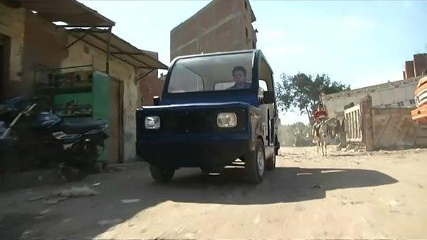 """مصري يصنع مركبة تنافس """" التوك توك"""""""