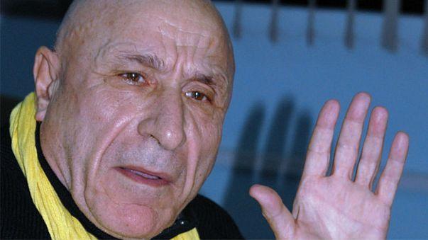 الروائي الجزائري رشيد بوجذرة يهان في برنامج للكاميرا الخفية
